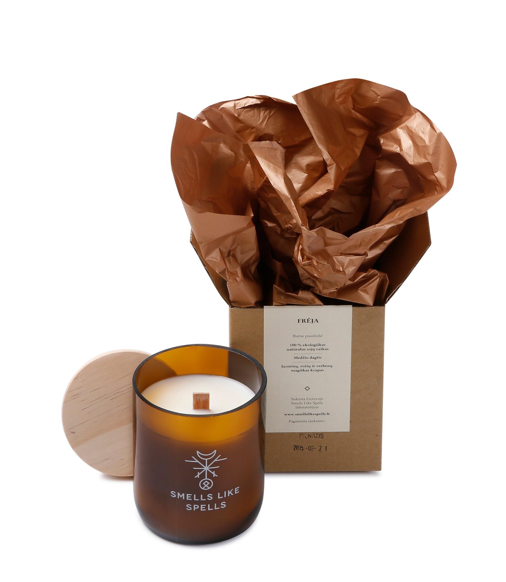 SMELLS LIKE SPELLS kvapioji žvakė FRĖJA (Rožių, verbenų ir jazminų magiškas kvapas)