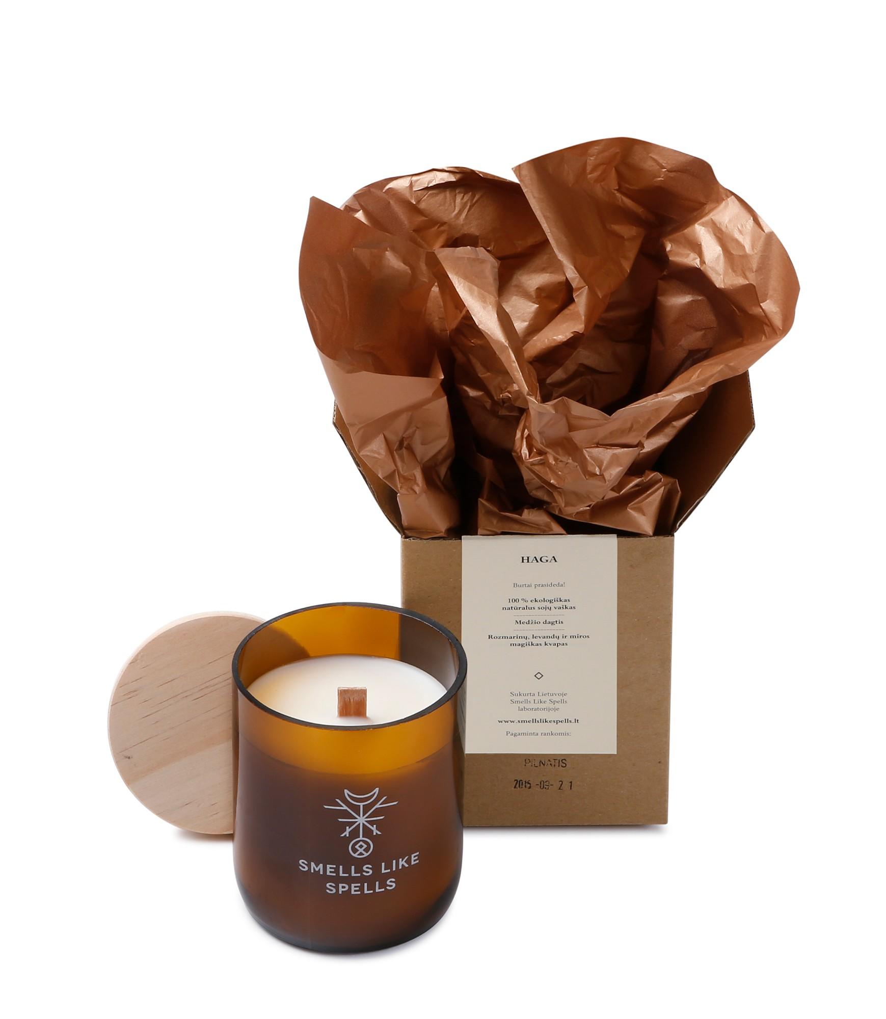 SMELLS LIKE SPELLS kvapioji žvakė HAGA  (Levandų, rozmarinų ir miros magiškas kvapas)