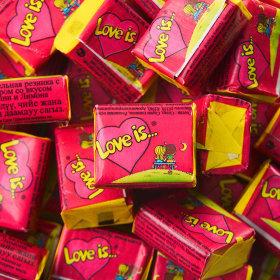 Kramtoma guma, Love Is, 4,5g (rožinė)