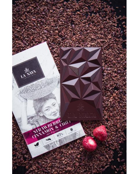 Juodasis šokoladas su braškėmis, cinamonu ir kajeno pipirais LA NAYA, 65%, 80g 2