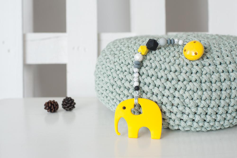 Čiulptuko laikiklis BRIKIS su kramtuku drambliuku vaikams nuo 3 mėn. (geltonas)