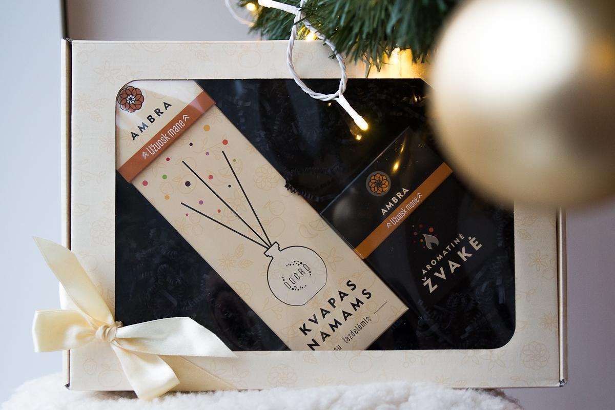 Kalėdinis ODORO rinkinys Ambra namų kvapas+žvakė, 1 vnt.